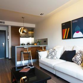 现代简约客厅吧台背景墙沙发装修效果展示